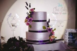 Silver wedding with sugar roses and lavender