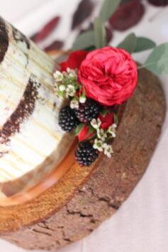 semi nakes wedding cake  details